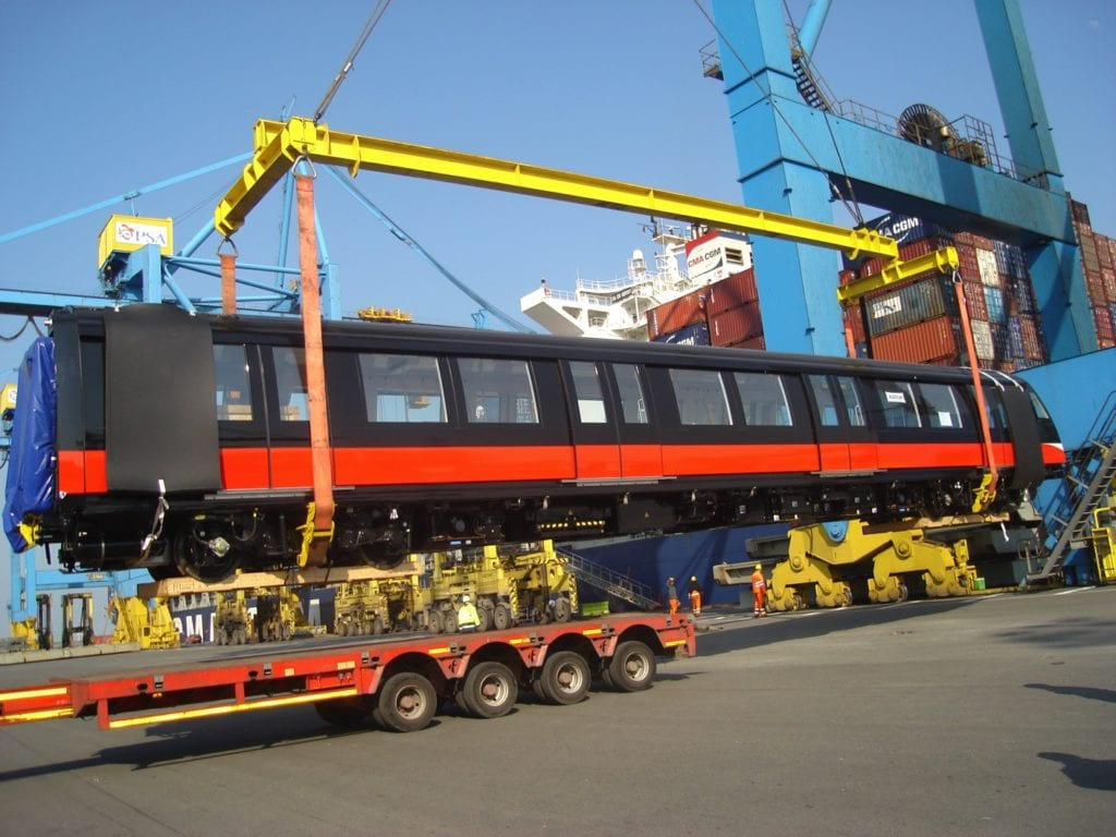 train-2-lift-from-truck-to-vessel-by-gantry-crane_s