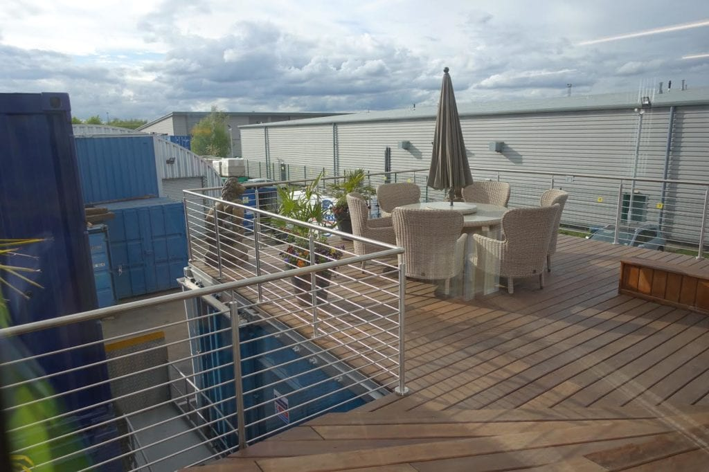 Universal container services ltd project cargo weekly for Roof terrace definition